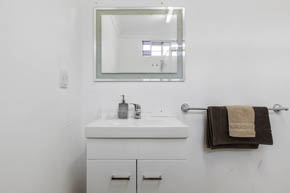 Deluxe Twin Room Bathroom at Buccaneer Motel Long Jetty NSW